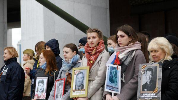 Участники акции Лица Победы на Поклонной горе в Москве