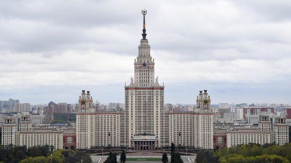 Здание Московского государственного университета имени М. В. Ломоносова на Воробьевых горах в Москве