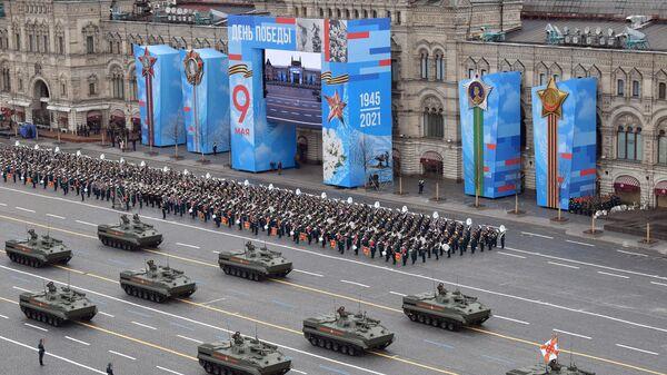Боевые машины пехоты БМП-3 на военном параде в честь 76-й годовщины Победы в Великой Отечественной войне в Москве