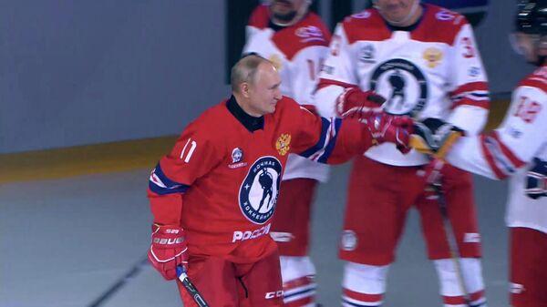 Путин выходит на лед в матче Ночной хоккейной лиги