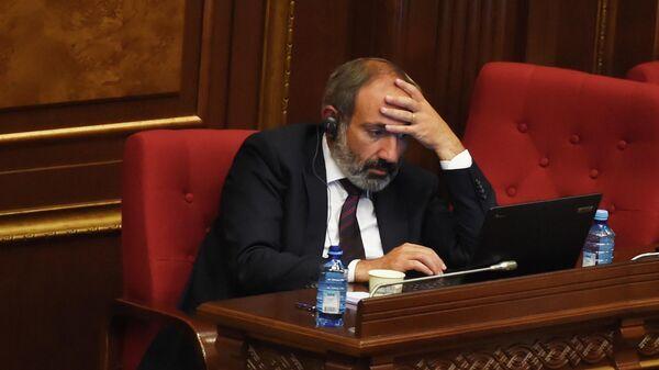 Никол Пашинян на заседании  в парламенте Армении