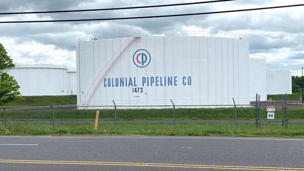 Резервуары для хранения нефтепродкутов в резервуарном парке Linden Junction компании Colonial Pipeline в Вудбридже, штат Нью-Джерси