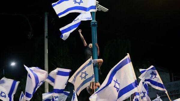 Участники митинга в Тель-Авиве