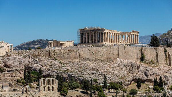 Парфенон - памятник античной архитектуры, древнегреческий храм, расположенный на афинском Акрополе