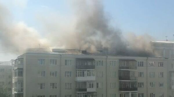 Кадры пожара в жилом доме Екатеринбурга