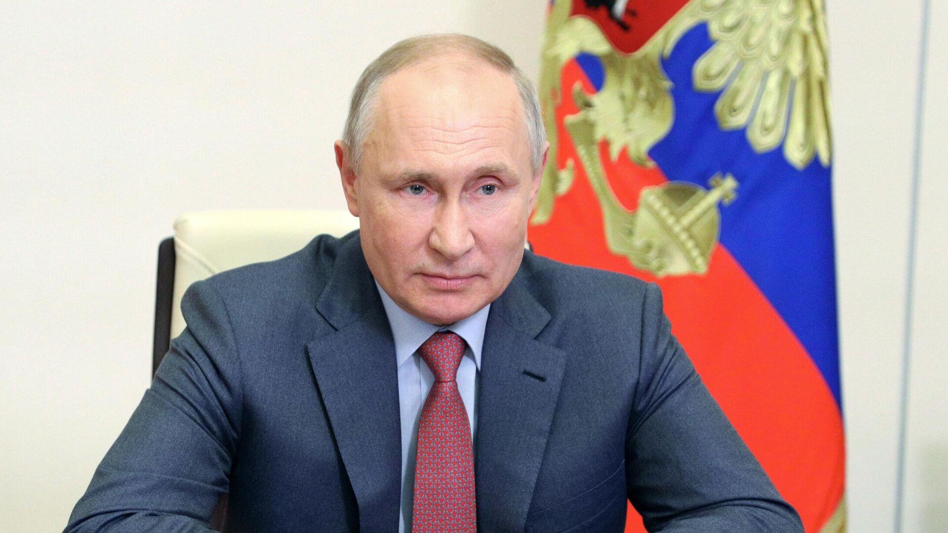 Президент РФ Владимир Путин проводит оперативное совещание с постоянными членами Совета безопасности - РИА Новости, 1920, 18.05.2021