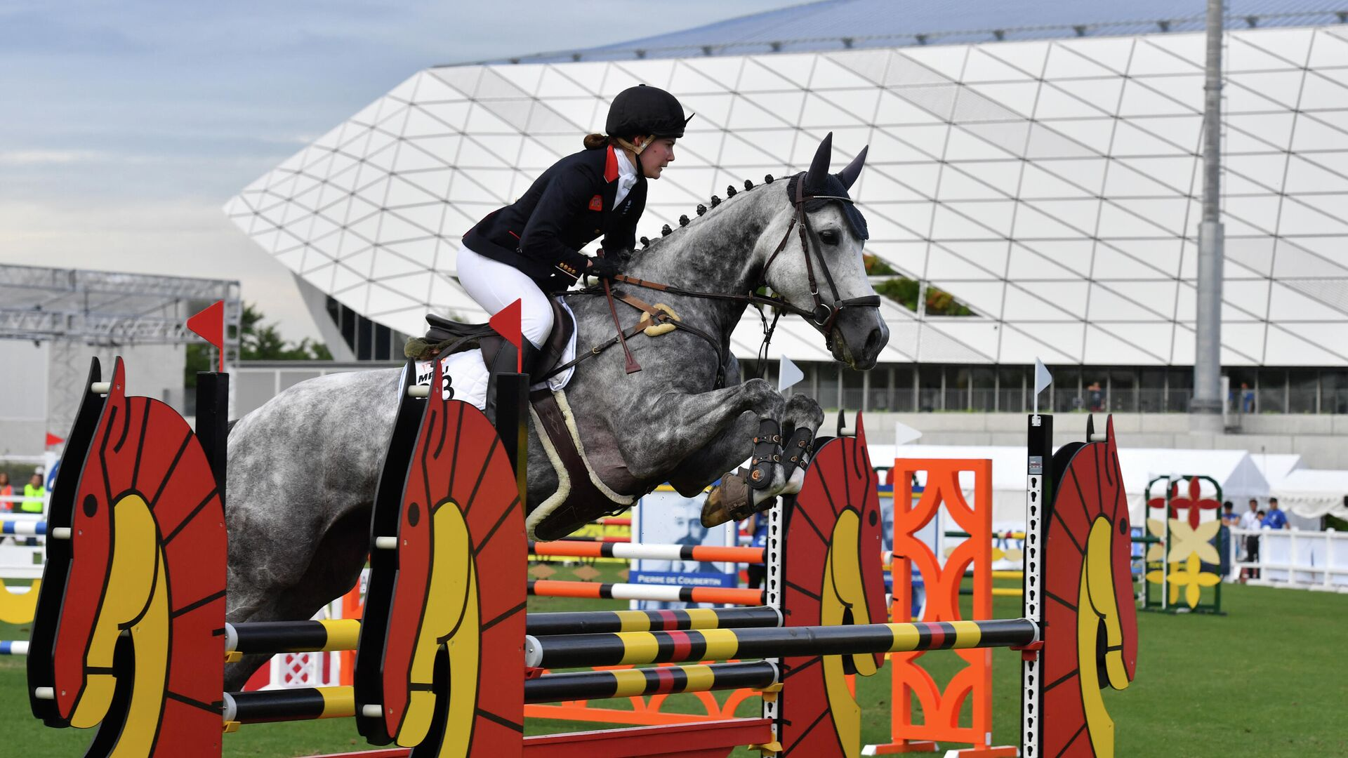 Britain's Kate French jumps during women's individual equestrian event during the UIPM World Cup modern pentathlon test event for the Tokyo 2020 Olympic Games at the AGF field, next to the Musashino Forest Sport Plaza in Tokyo on June 28, 2019. (Photo by Toshifumi KITAMURA / AFP) - РИА Новости, 1920, 14.05.2021