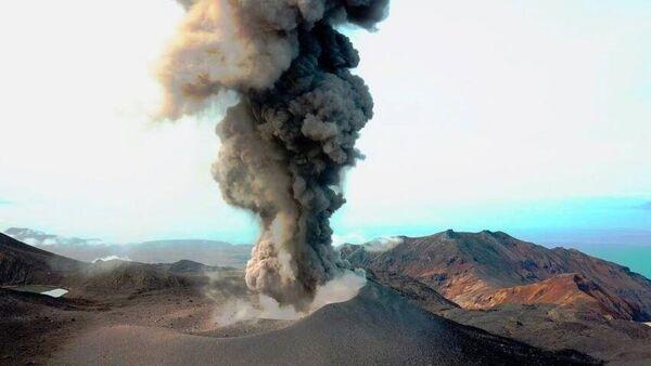 Пепловый выброс произошел на вулкане Эбеко