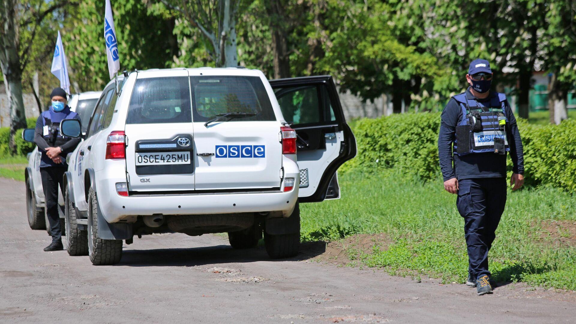 Представители мониторинговой миссии ОБСЕ прибыли на место обстрела в Петровском районе Донецка - РИА Новости, 1920, 15.06.2021
