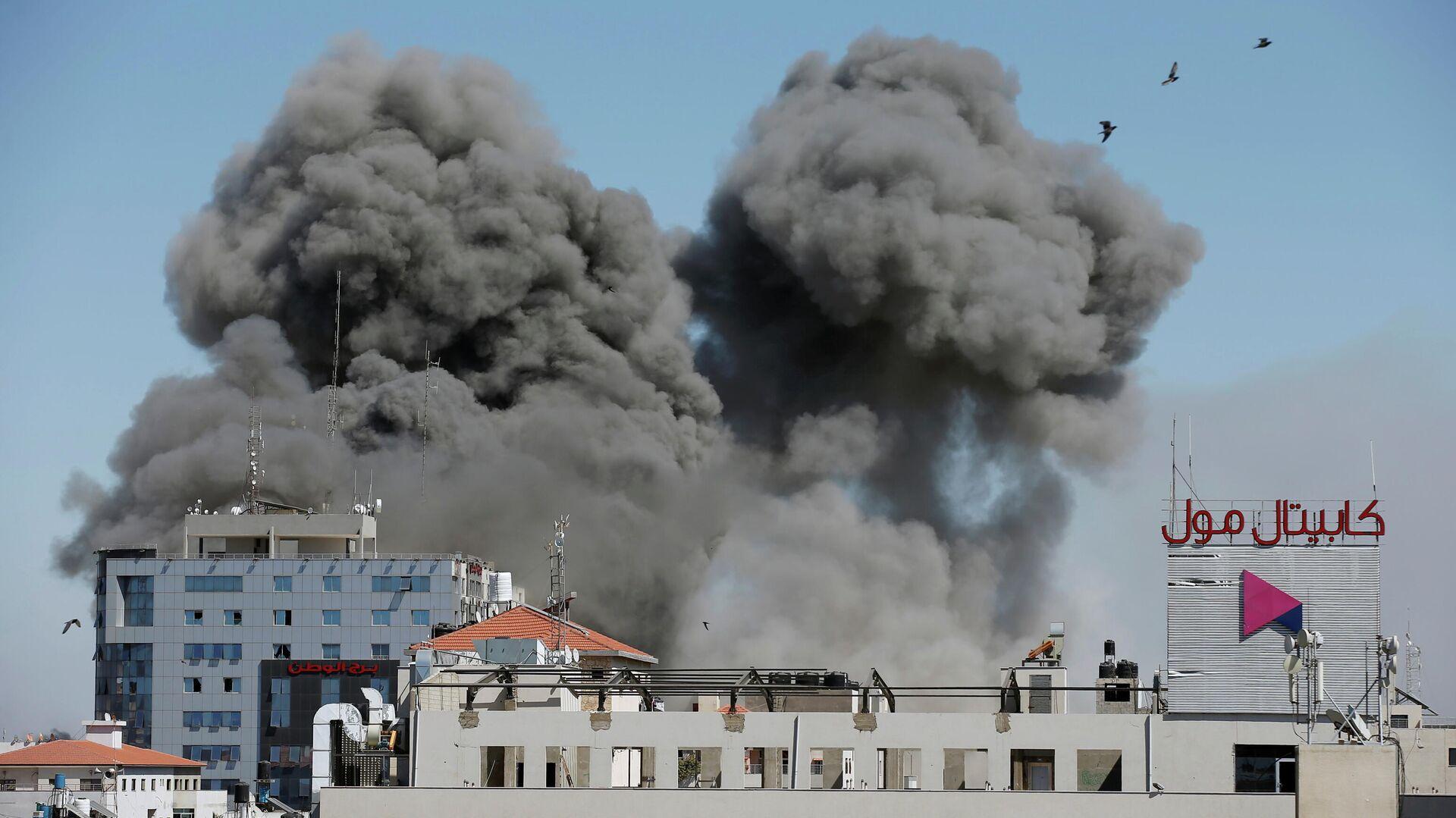 Дым от израильского авиаудара по Газе. 15 мая 2021 - РИА Новости, 1920, 17.05.2021