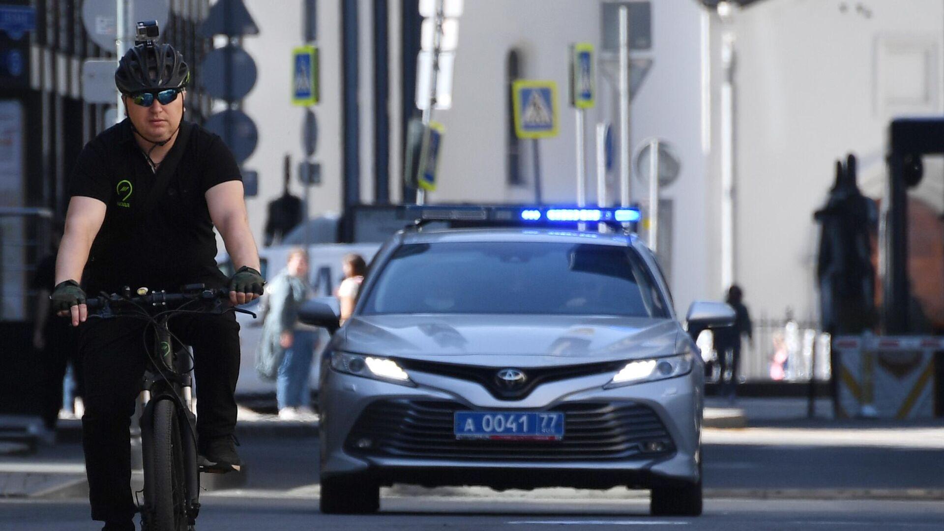 Инспектор велопатруля ЦОДД на одной из улиц Москвы - РИА Новости, 1920, 20.06.2021