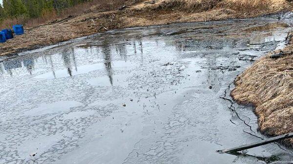 Место разлива нефтесодержащей жидкости в Коми