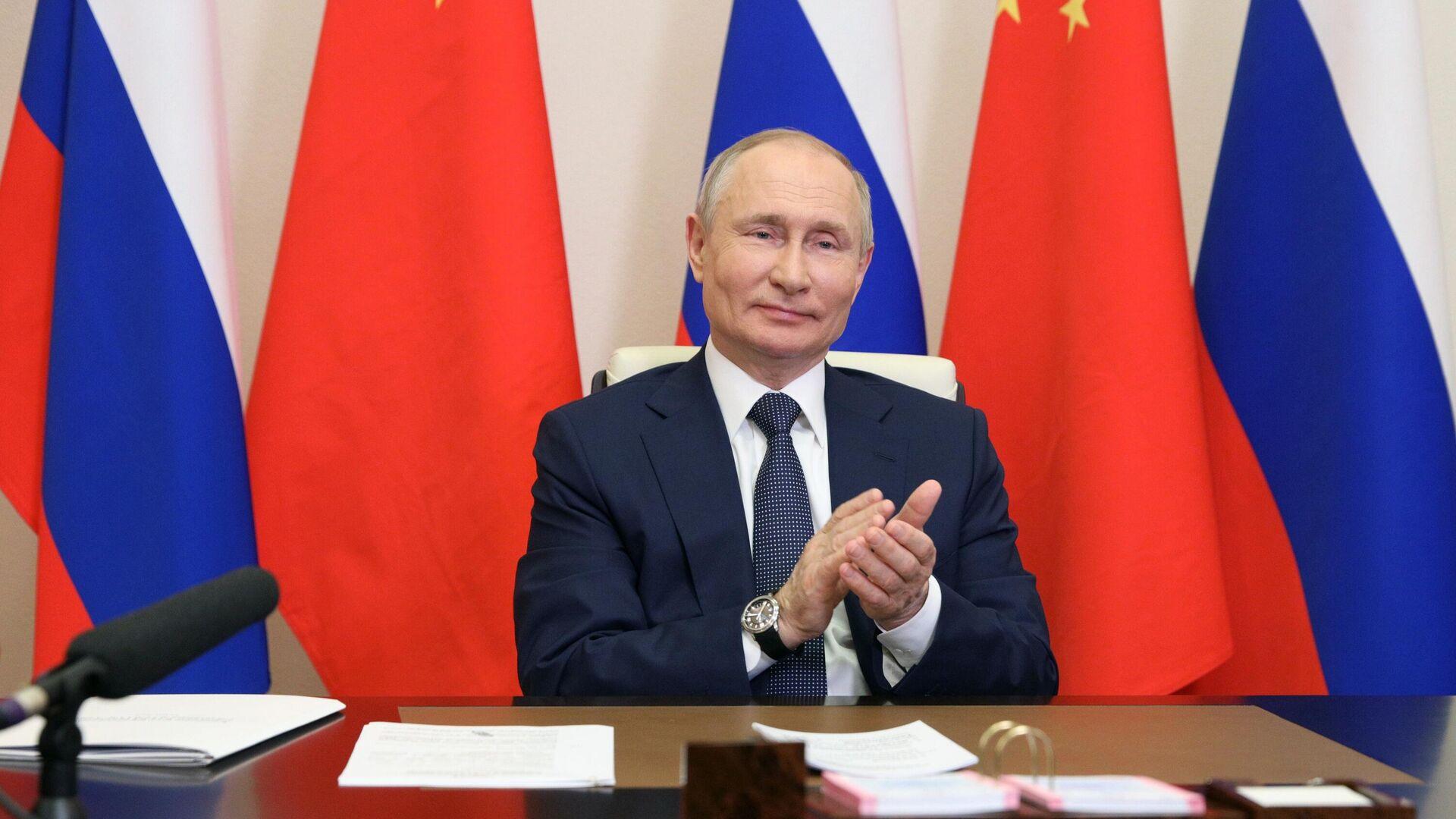 Президент РФ Владимир Путин принимает участие по видеосвязи в церемонии начала строительства энергоблоков №7 и №8 Тяньваньской АЭС и энергоблоков №3 и №4 АЭС Сюйдапу в Китае - РИА Новости, 1920, 03.06.2021