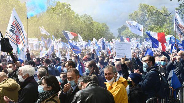 Участники акции протеста полиции в Париже