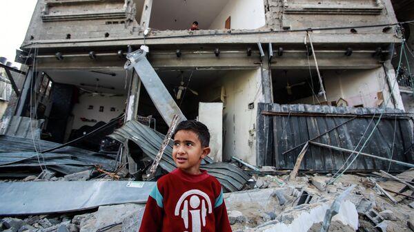 Разрушенный дом в результате бомбардировки в секторе Газа