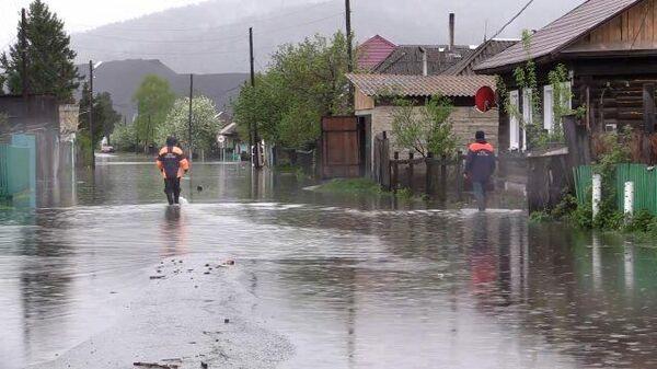 Несколько районов Хакасии затоплены из-за паводков. Кадры МЧС