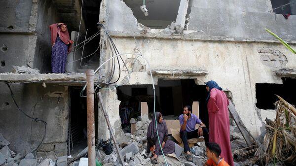 Палестинцы вернулись в свой разрушенный дом после объявления о прекращении огня между Израилем и ХАМАС