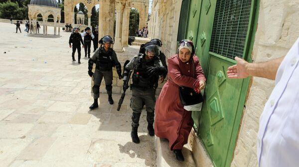 Столкновения между израильской полицией и палестинцами на территории мечети аль-Акса в Иерусалиме