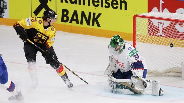 Игровой момент матча ЧМ по хоккею Германия - Латвия