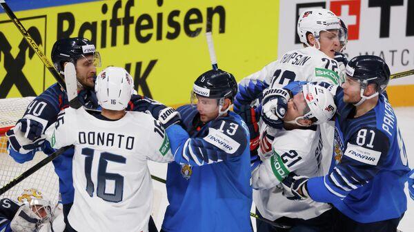 Сборные Финляндии и США по хоккею