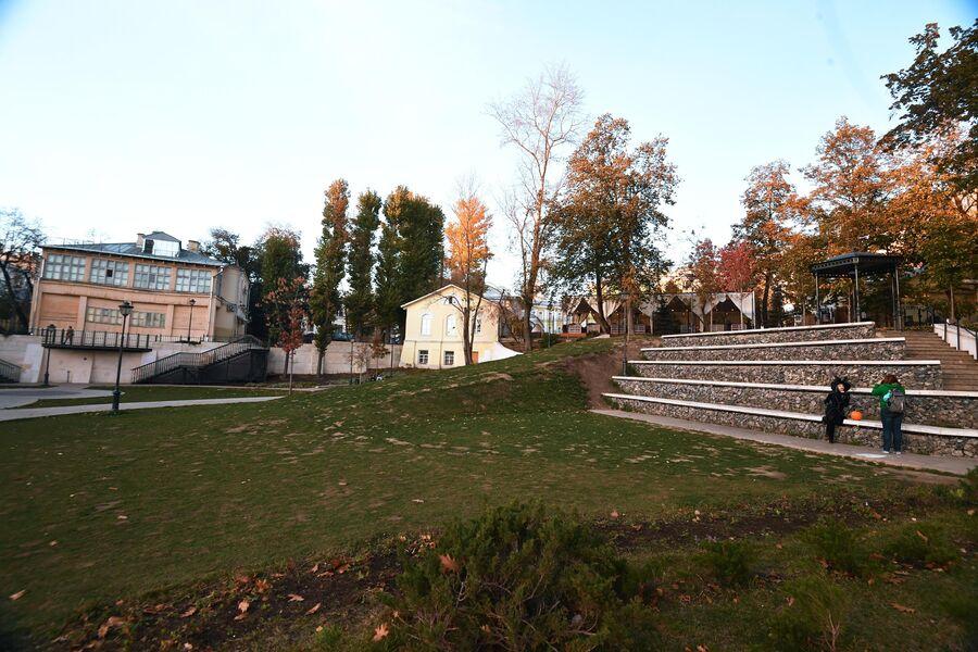 Парк Горка в Спасоглинищевском переулке в Москве
