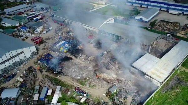 Последствия пожара на бывшей птицефабрике в Подмосковье. Кадры МЧС