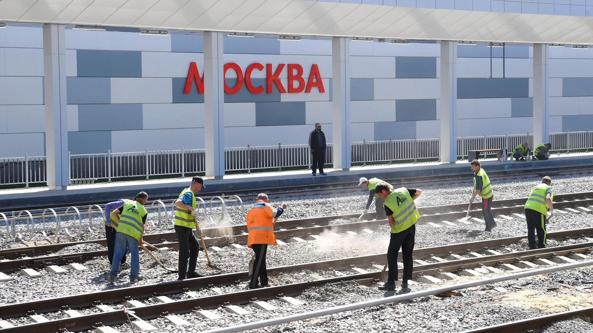 Рабочие на строительной площадке нового вокзального комплекса Восточный в Москве - РИА Новости, 1920, 28.05.2021