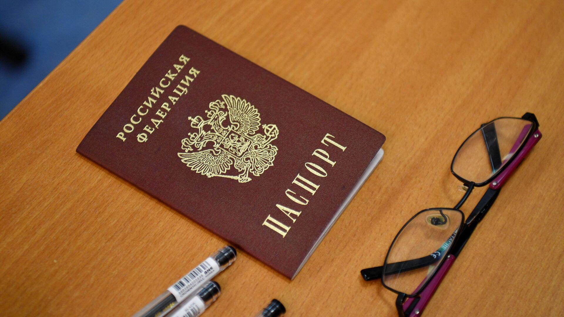 Паспорт ученика во время государственного выпускного экзамена - РИА Новости, 1920, 21.06.2021