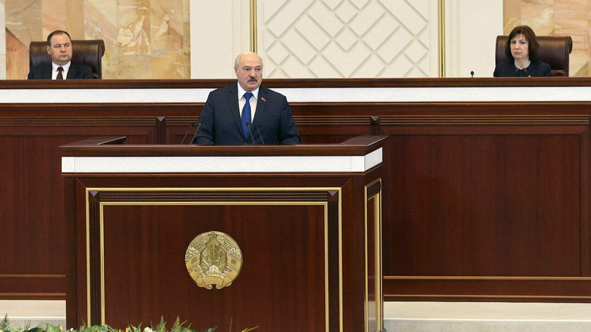 Президент Белоруссии Александр Лукашенко во время выступления в парламенте - РИА Новости, 1920, 30.07.2021