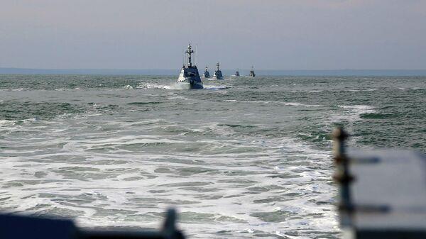 Малые бронированные украинские катера во время учений в Азовском море
