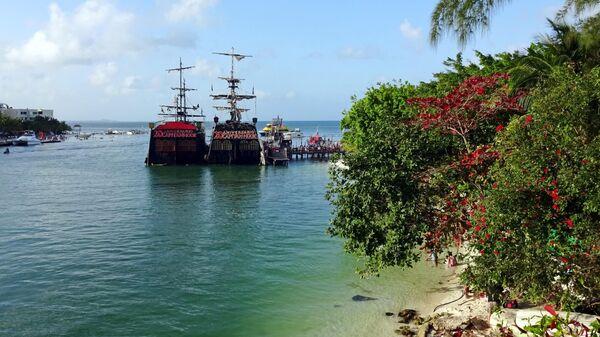 Корабли у побережья Канкуна
