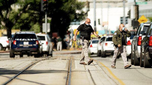 Сотрудники правоохранительных органов на месте стрельбы в Сан-Хосе, США