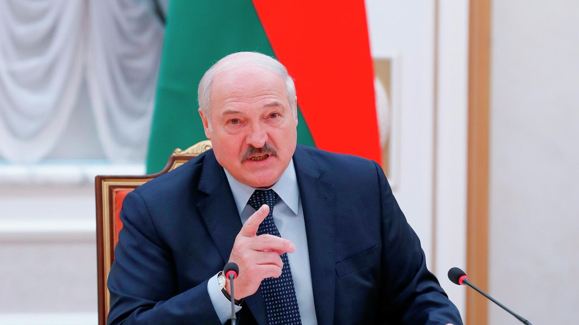 Президент Белоруссии Александр Лукашенко принимает участие в заседании Совета глав правительств СНГ - РИА Новости, 1920, 21.07.2021
