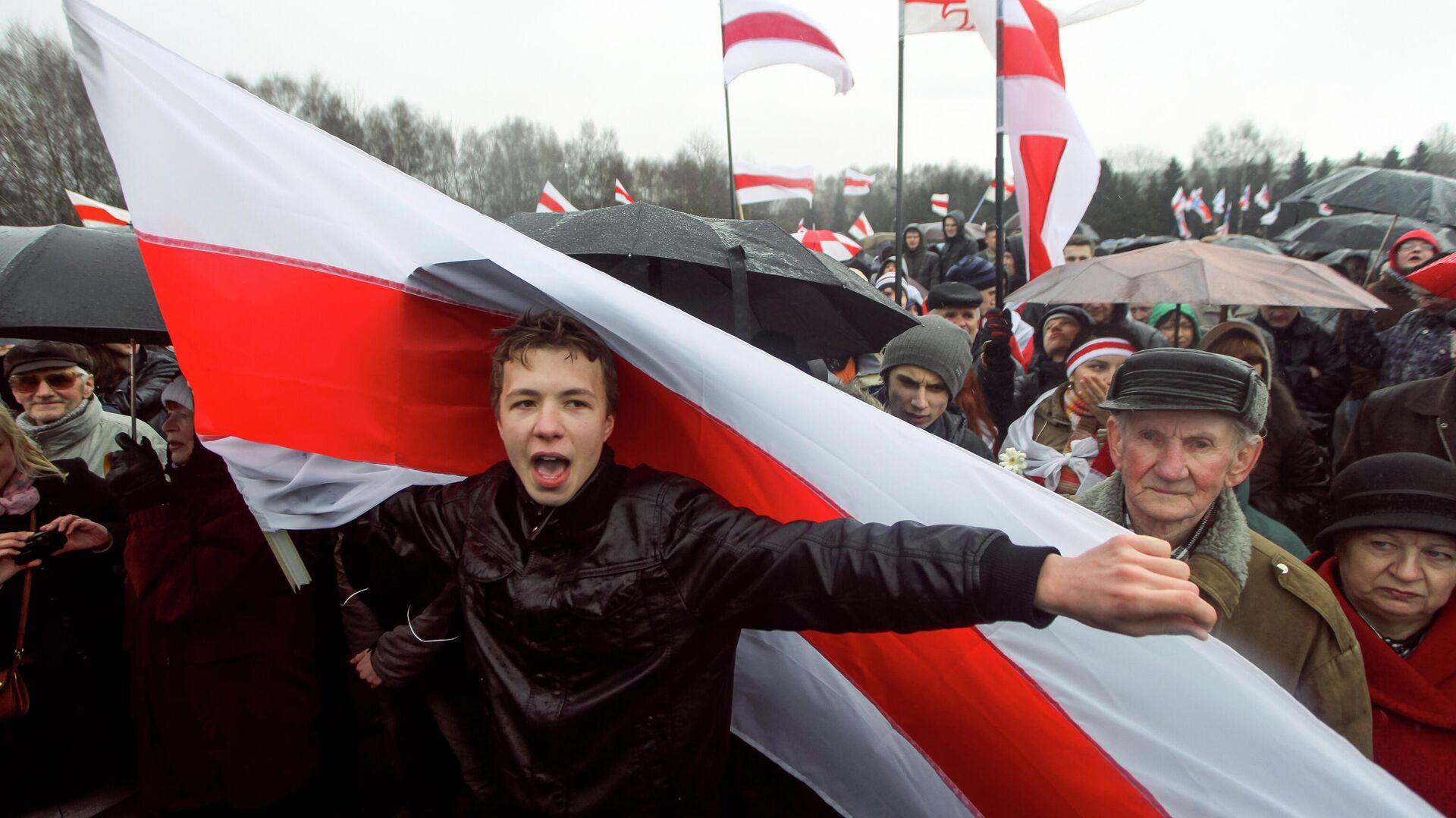 Активист Роман Протасевич во время акции протеста в Минске - РИА Новости, 1920, 02.06.2021