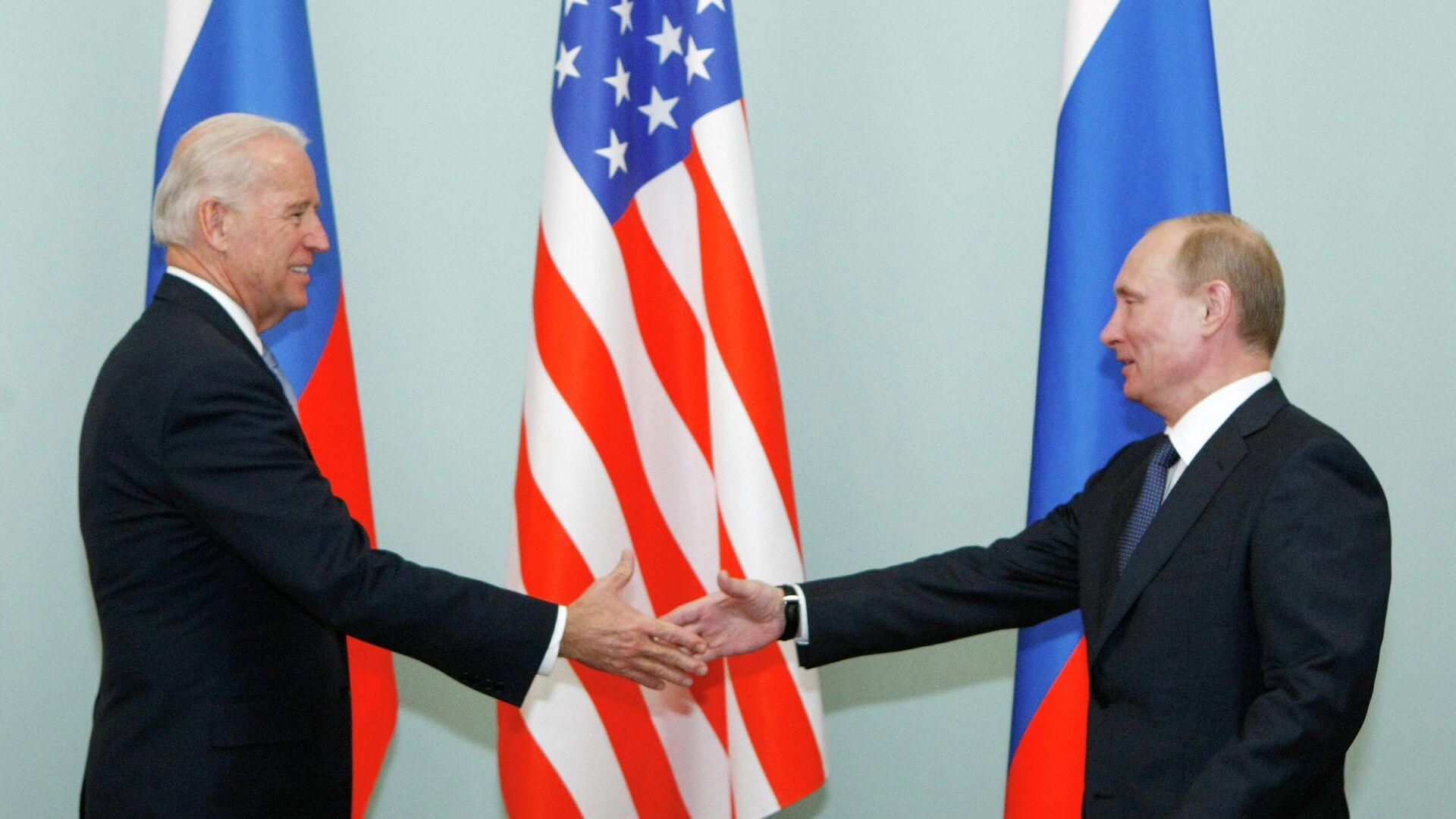 Владимир Путин и Джо Байден во время встречи в 2011 году - РИА Новости, 1920, 10.06.2021