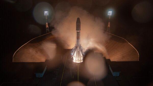 Запуск ракеты-носителя Союз-2.1б с разгонным блоком Фрегат и 36 новыми космическими аппаратами компании OneWeb в рамках миссии No 47 с космодрома Восточный