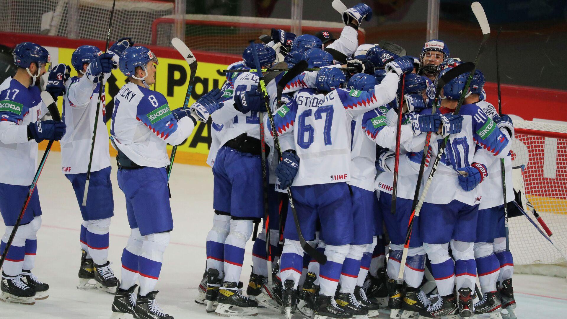 ice Hockey - IIHF World Ice Hockey Championship 2021 - Group A - Slovakia v Denmark - Olympic Sports Centre, Riga, Latvia - May 29, 2021 Slovakia players celebrate after the match REUTERS/Vasily Fedosenko - РИА Новости, 1920, 29.05.2021