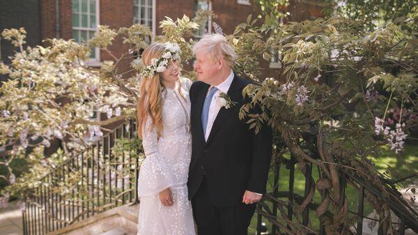 Борис Джонсон и Кэрри Саймондс во время свадьбы