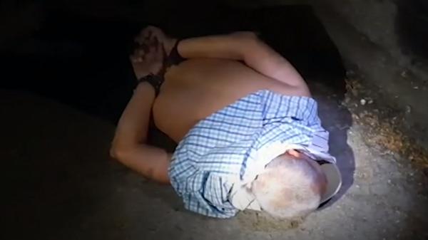 Задержание устроившего стрельбу в Екатеринбурге мужчины. Скриншот из видео