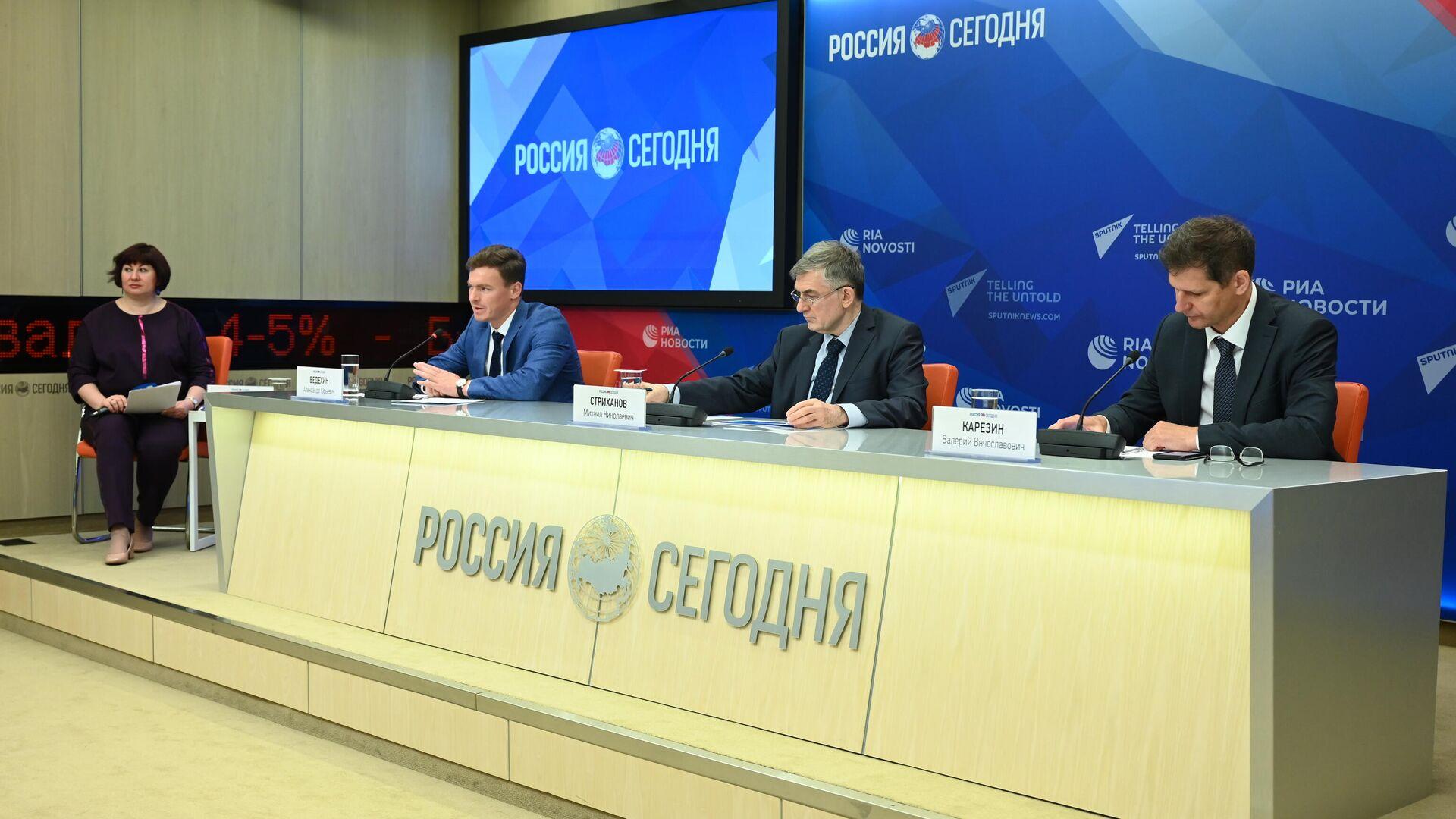 Участники онлайн-конференции Валерий Карзин, Михаил Стриханов и Александр Ведехин - РИА Новости, 1920, 01.06.2021