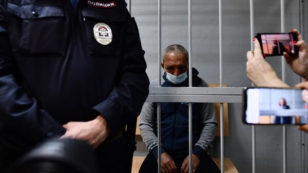 Обвиняемый Сергей Балков, который, находясь в квартире одного из домов по улице Бородина в Екатеринбурге, произвел выстрелы из охотничьего карабина по находившимся во дворе дома людям