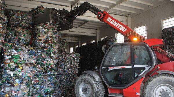 Работа мусороперерабатывающего завода