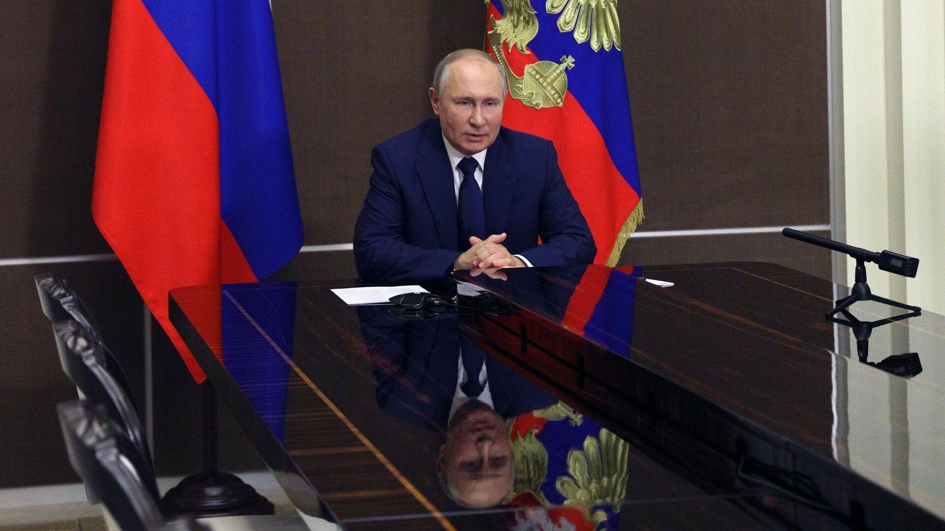 Президент РФ Владимир Путин проводит оперативное совещание с постоянными членами Совета безопасности в режиме видеоконференции - РИА Новости, 1920, 04.06.2021