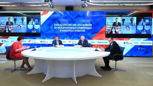 Участники круглого стола на тему: Победы российских школьников на международных олимпиадах и конкурсах проектов