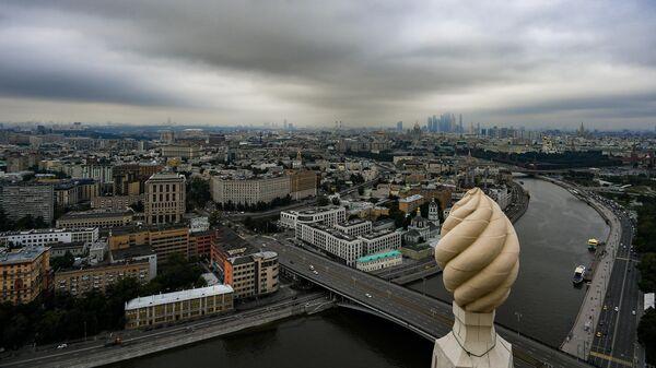Большой Устьинский мост и остров Балчуг в Москве