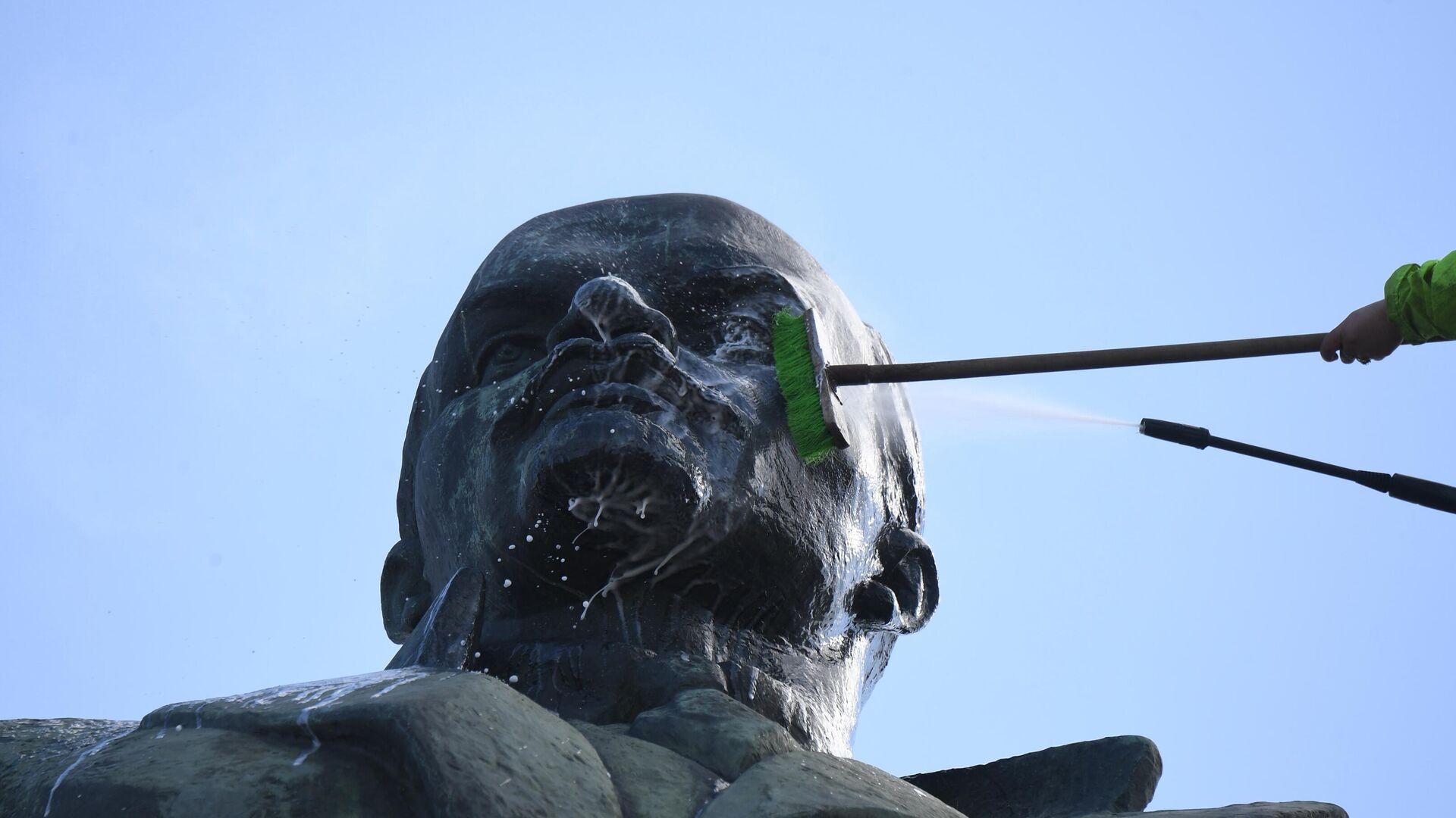 Помывка памятников в Москве - РИА Новости, 1920, 03.06.2021