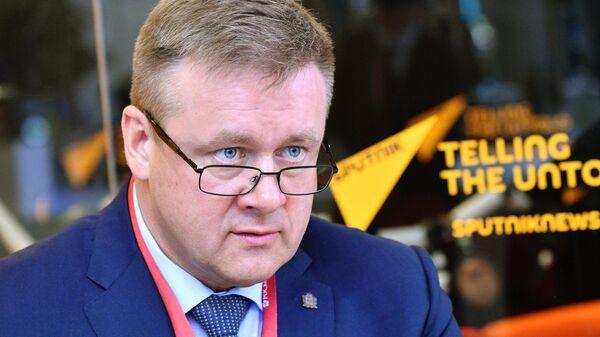 Губернатор Рязанской области Николай Любимов в студии радио Sputnik на Петербургском международном экономическом форуме - 2021