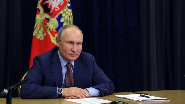 Президент РФ Владимир Путин проводит в режиме видеоконференции встречу с руководством Единой России