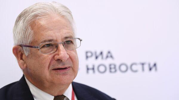 Глава Американской торговой палаты в России Алексис Родзянко у стенда МИА Россия сегодня на Петербургском международном экономическом форуме - 2021