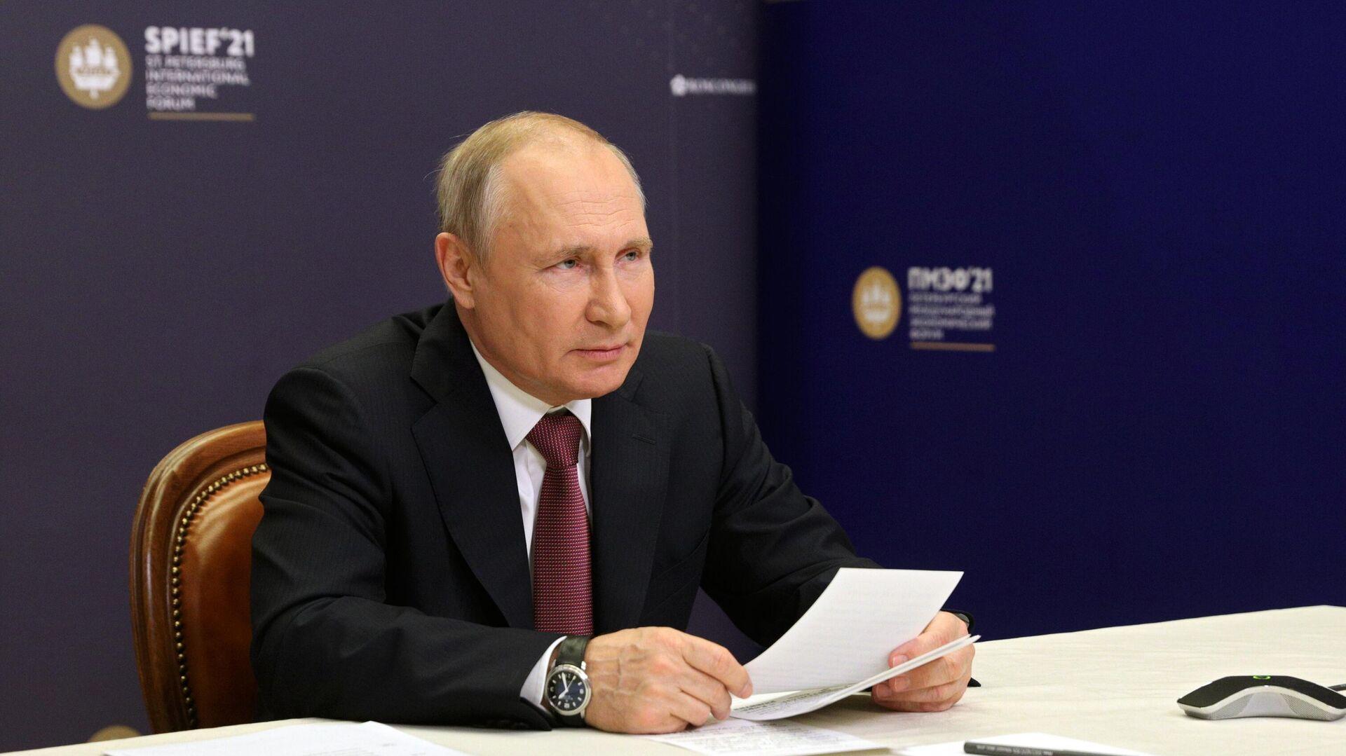 Президент РФ В. Путин принял участие в церемонии подписания на ПМЭФ соглашений по туристическим объектам в Крыму - РИА Новости, 1920, 04.06.2021